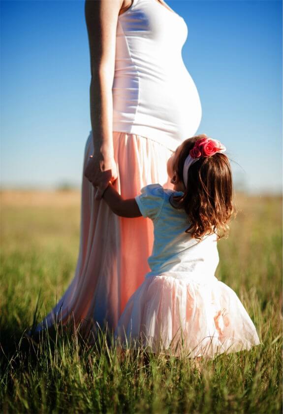 Schwangerschaft Stiefmutter. Foto: Juan Galafa